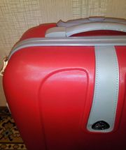 Красивый удобный чемодан (в прокат на одну поездку)